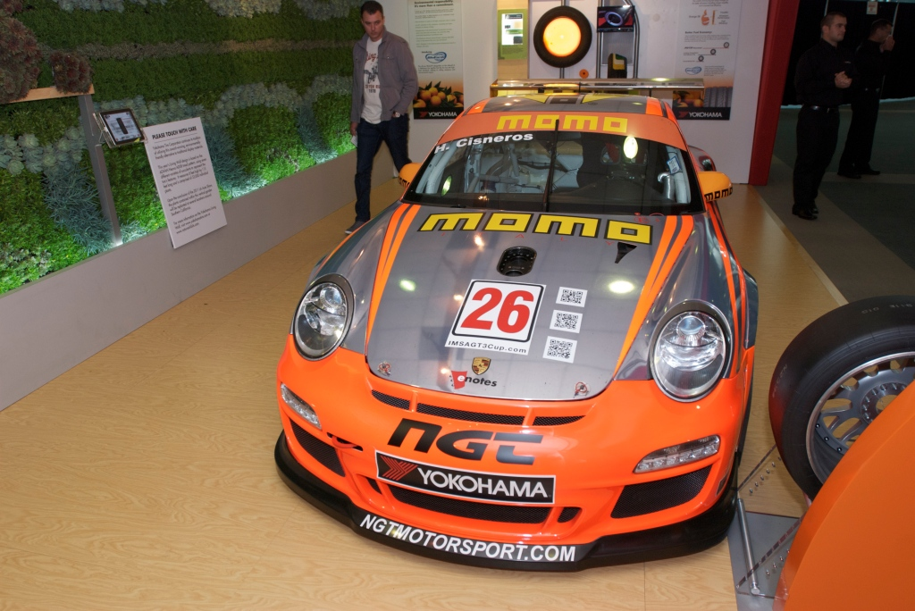 Porsche GT3 Cup car_Yokohama Tire exhibit_L.A. Auto Show 2011