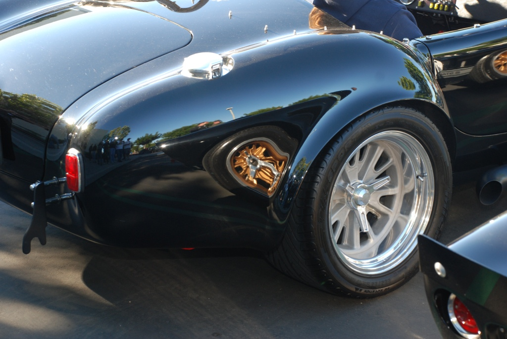 Cobra roadster with GT 40 reflection in fender_Cars&Coffee/Irvine_2011