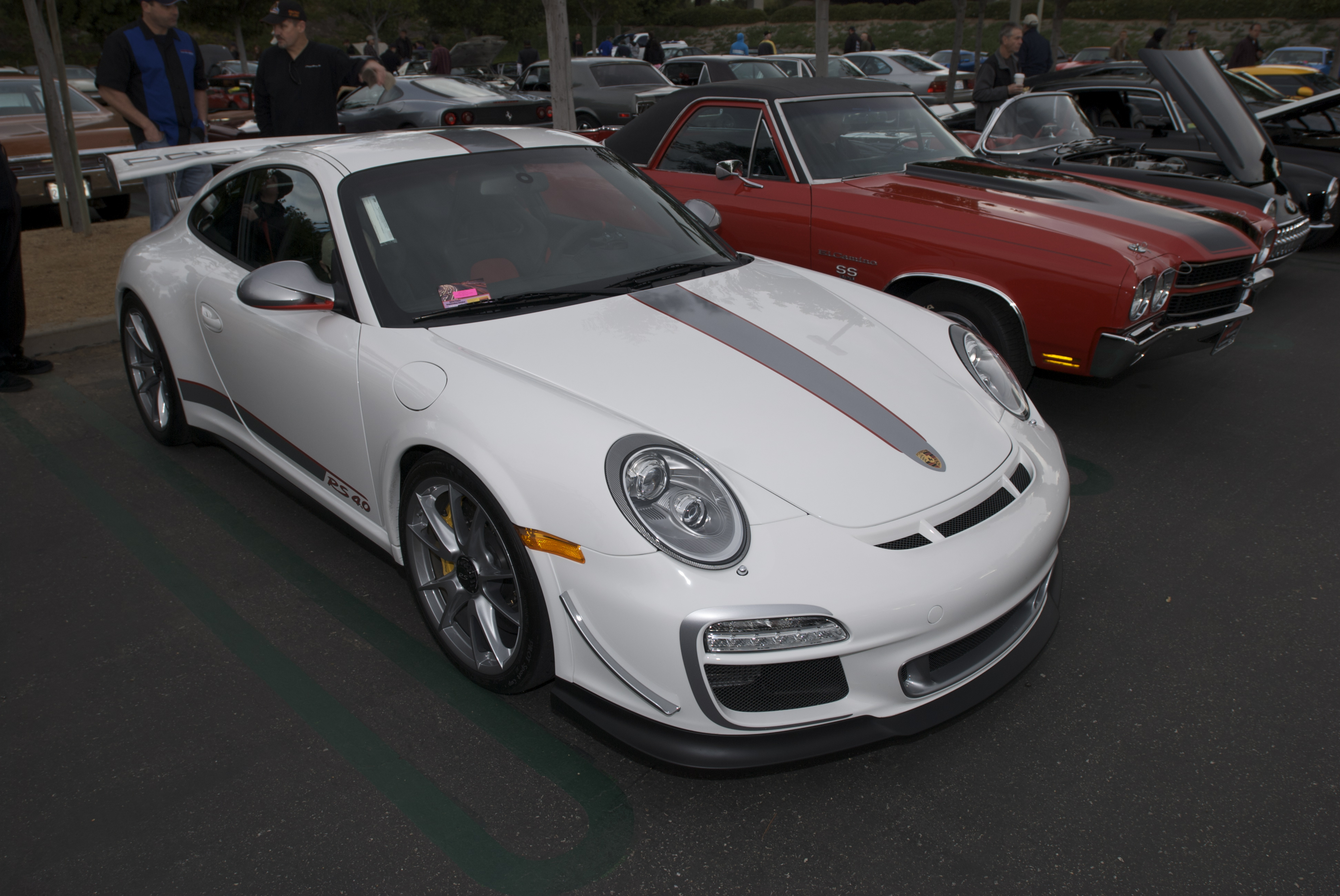 The elusive white Porsche GT3 RS4.0 finally captured, and more ...