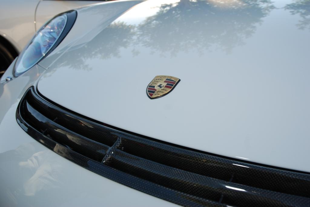 white Porsche 997 GT3_hood crest_Cars&Coffee/Irvine_1/28/12