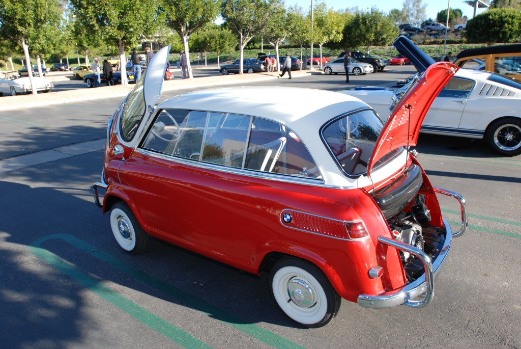 Red & white BMW Isetta 600_Cars&Coffee/Irvine_1/28/12