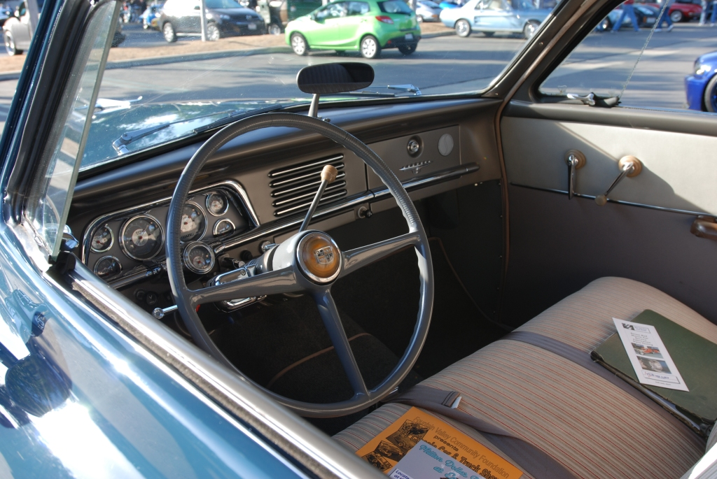 1951 Blue Studebaker Champion_interior_Cars&Coffee/Irvine_2/18/12