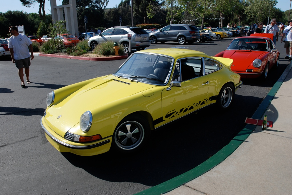 1973 Porsche 911 Carrera RS_3/4 front view with red 911 in bkgd._RGruppe Solvang Treffen _May 5, 2012