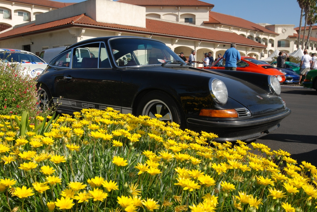 Black Porsche 911S_with flowerbed_3/4 front view_RGruppe Solvang Treffen _May 5, 2012