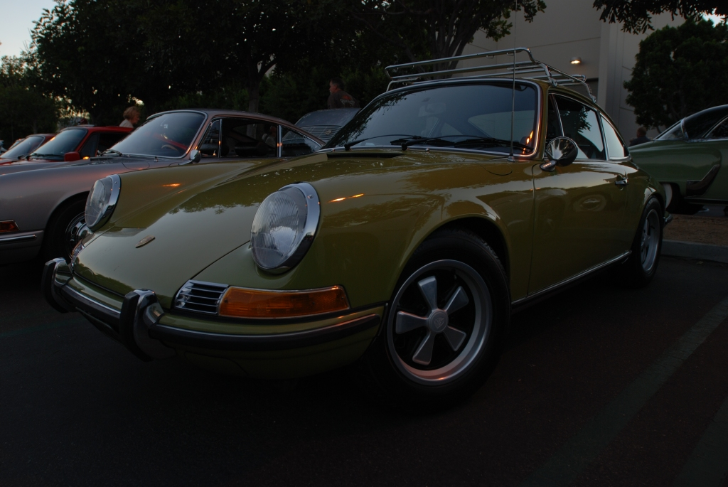 Lime green 1970 Porsche 911E_3/4 front view_Cars&Coffee_October 27, 2012