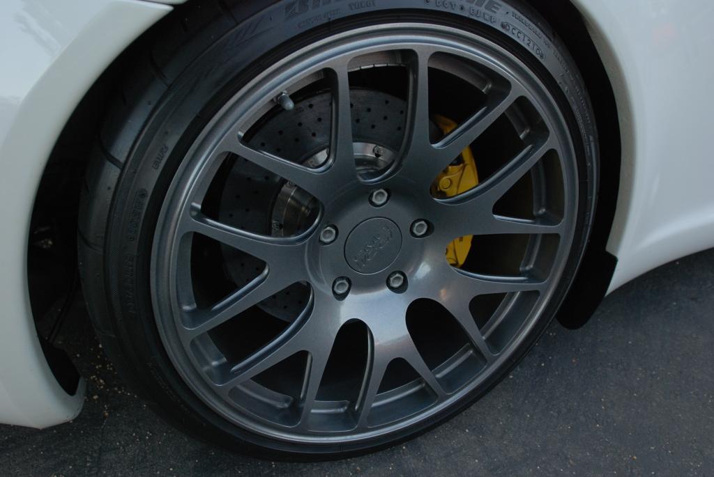 White Porsche 997 GT3_GMG/WC-GT Monoblock wheel and yellow Porsche PCCB brake caliper_Cars&Coffee_November 10, 2012