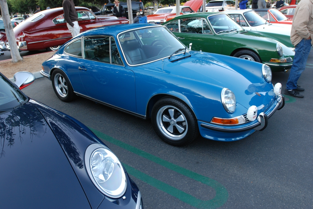 1971 Blue Porsche 911E_3/4 right front view_Cars&Coffee_November 10, 2012
