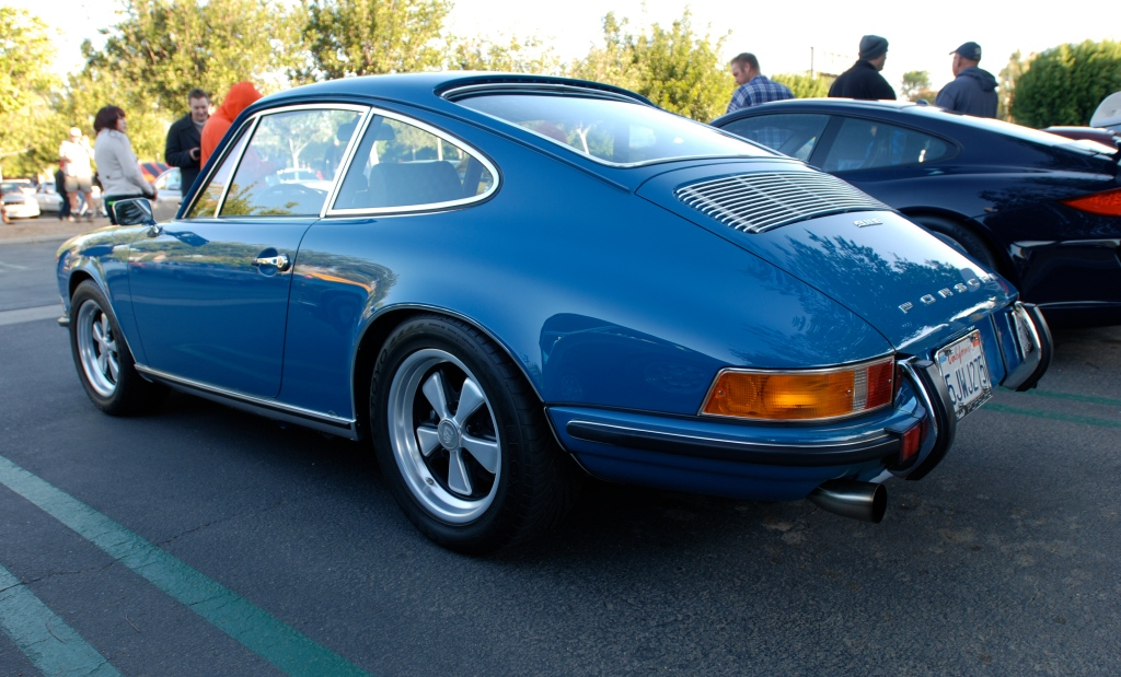 1971 Blue Porsche 911E_3/4 left rear view_Cars&Coffee_November 10, 2012