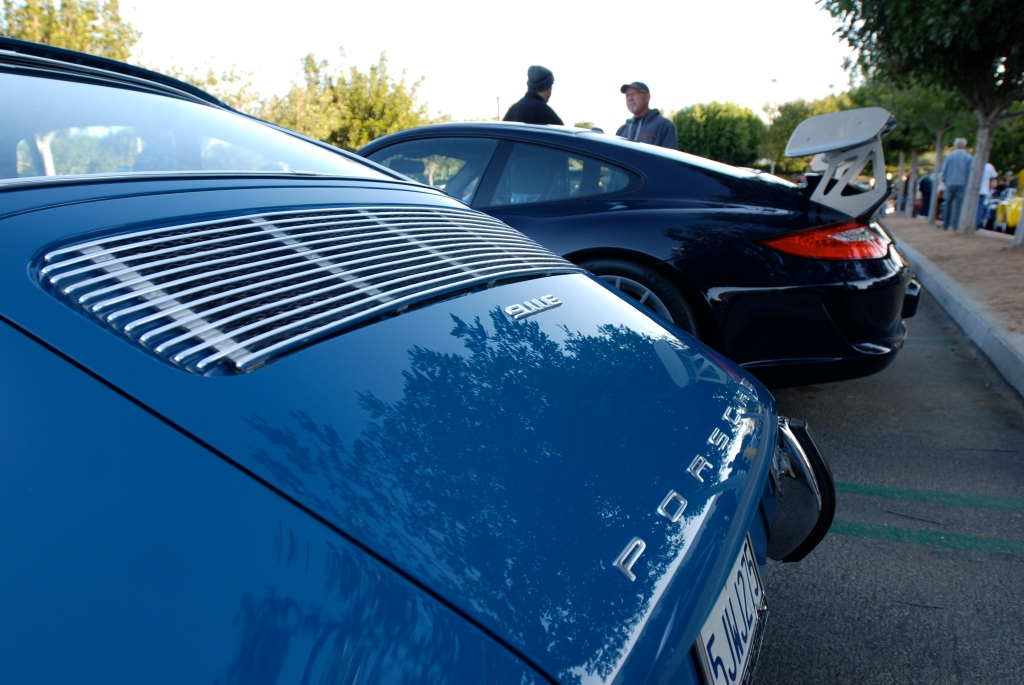 1971 Blue Porsche 911E_rear decklid reflections, badging and grill_Cars&Coffee_November 10, 2012