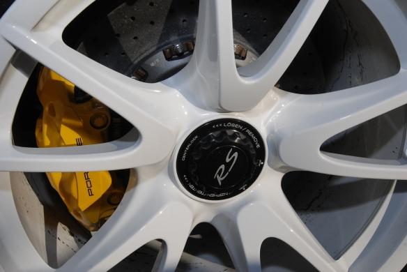 2011 white Porsche GT3 RS4.0_white front wheel detail & PCCB brakes_Cars&Coffee, Irvine_DSC_0103