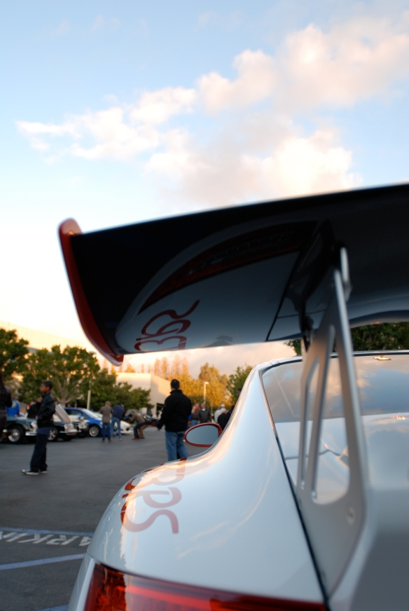 Porsche 911 GT3RS_rear view with wing reflections_Cars&Coffee/Irvine_December 29, 2012_DSC_0558