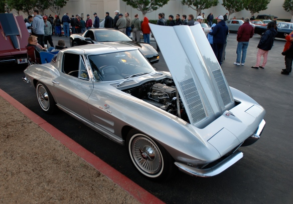Silver 1963 split window Corvette coupe_3/4 front view_Cars&Coffee/Irvine_December 29, 2012_DSC_0559