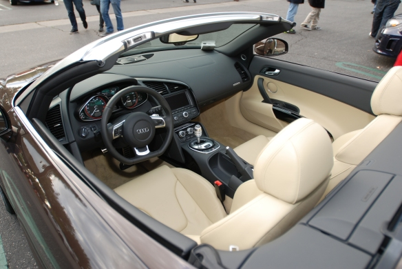 Teak Brown metallic Audi R8 V10 Spyder_Luxor beige, drivers side interior detail_Cars&Coffee/irvine_December 29, 2012_DSC_0642