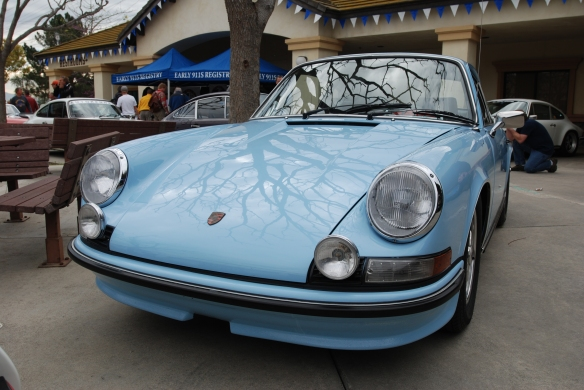 Gulf Blue 1972 Porsche 911S  _ 3/4 front view w/reflections _Phoenix club all Porsche Swap & Display_3/03/13