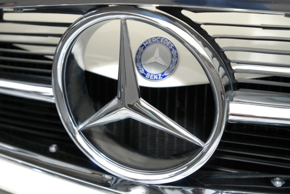 White 1969 Mercedes-Benz 280 SL_ front grill and hood emblem detail_Cars&Coffee/Irvine_May 11, 2013