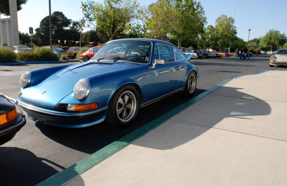 Chuck's blue metallic 1973 Porsche 911S_3/4 front view with side reflections_RGruppe Solvang Treffen_May 18, 2013