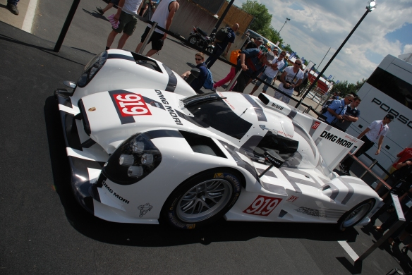 Porsche boutique_fan stop_LMP1, 919 Hybrid_3/4 side view__village infield_Le Mans24_June 14, 2014