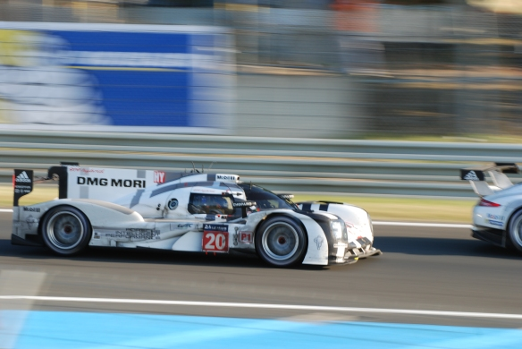 Porsche 919 hybrid _pan shot _tetre rouge entry lemans 24_2014