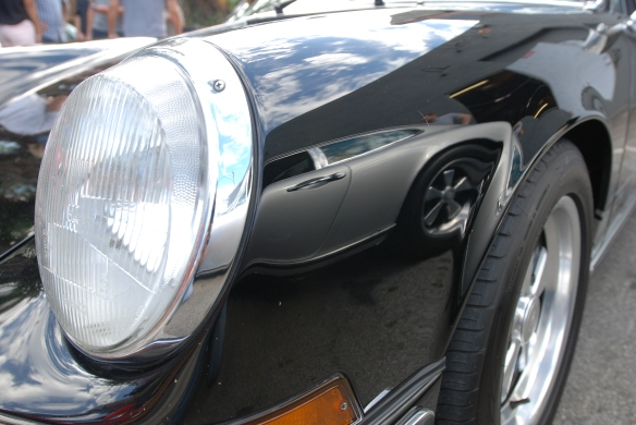 Ray's black 1970 Porsche 911S_fender reflection of silver 911S_Luftgekuhlt event_Sunday September 7, 2014