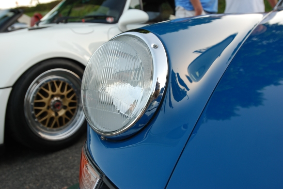 Porsche stablemates_white 964 and blue backdated 911_headlight detail and reflections_cars&coffee_September 13, 2014